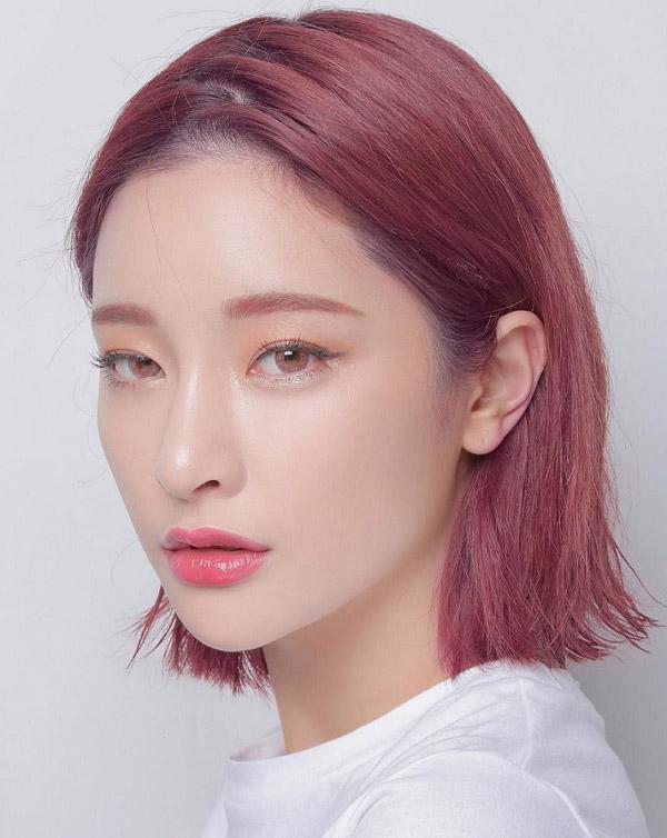 Tóc ngắn nâu đỏ ánh hồng