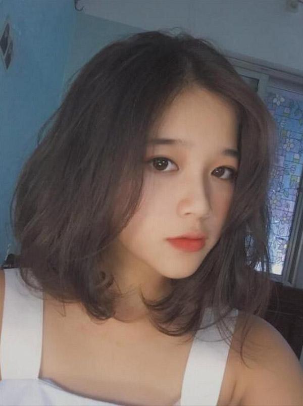 Kiểu tóc ngắn xoăn nhẹ dịu dàng