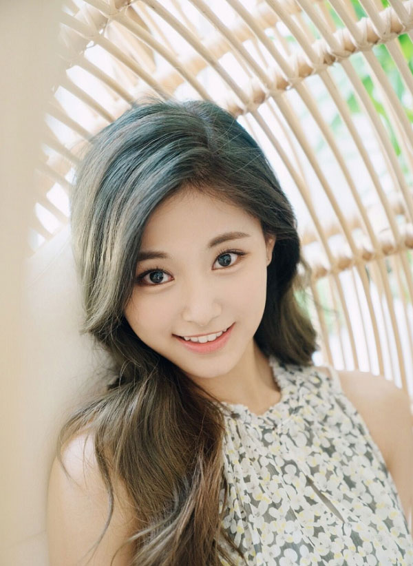 Kiểu tóc xanh rêu nhuộm ombre nâu tây