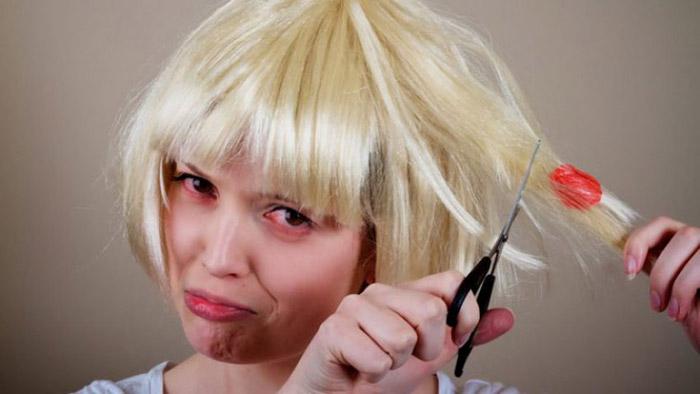 Cách gỡ kẹo cao su khỏi tóc